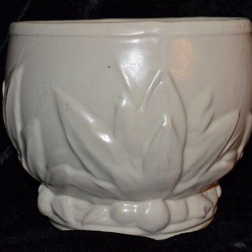 "Vintage 1930s McCoy Art Pottery Matte White Large Stoneware Jardiniere Planter or Flower Pot Berries and Leaves 7"" Tall by 8 Wide"
