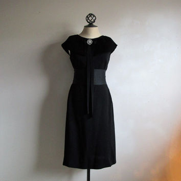 Vintage 1960s Black Dress Accordian Pleat Collar 60s Black Sleeveless LBD Trapeze Dress