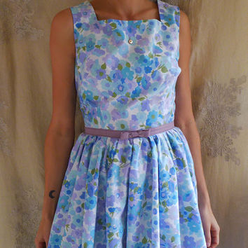 Vintage Inspired Bedsheet Dress... Size M/L... retro rockabilly mid century bridesmaid mod 50's 60's tea party sleeveless floral blue purple
