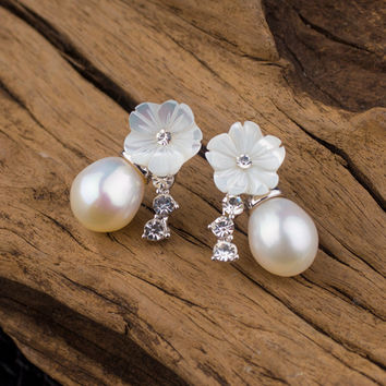 Pearls Floral Earring Accessory [4914832324]