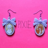 Aristocats couple cameo earrings - O'Malley and Duchess