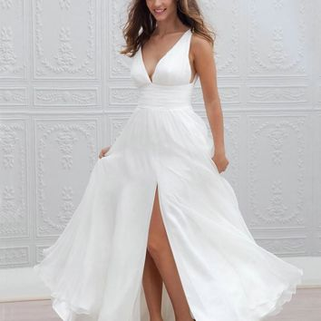Sexy Deep V-neck Bohemian Wedding Dresses Front Slit Simple Boho White Dress Chiffon Beach Honeymoon Wear