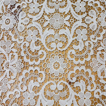 Ivory Lace Table Runner / Dresser Scarf, Chemical / Schiffli Lace, Shabby Chic Decor, Weddings, Antique Vintage Linens