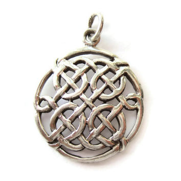 A vintage sterling silver Celtic style pendant, with a traditional knotwork design, 1 inch diameter, #238.