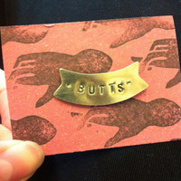 """Butts"" pin - Victoire Boutique"