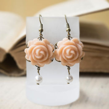 Ivory Polymer Clay Rose Earrings. Flower Dangle Earrings, White Pearl Earrings. Antique Brass. Flower Jewelry