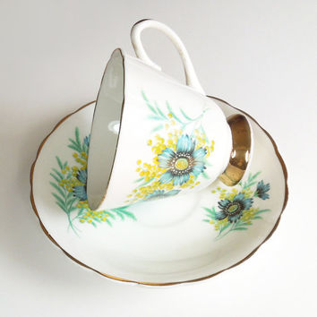 Consort fine bone china teacup tea cup and saucer - Blue flower - In excellent condition - Made in England