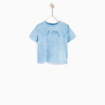 T-SHIRT WITH TEXTURED SLOGAN