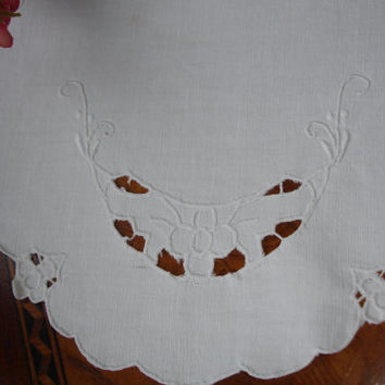 French Linen Doily with Embroidery and Cutwork, Linen Doily,  Abbey, 1930's Doily, High end LInen, Oval Doily, White Linen