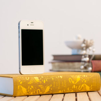 Pride & Prejudice booksi Dock for iPhone - Cloth