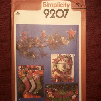 Uncut 1970's Simplicity Sewing Pattern, 9207! Home Decor/Holiday Decor/Tree Ornaments/Tree Skirts/Stockings/Wreaths/Christmas Decor