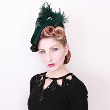 1940s Hat / VINTAGE / 40s Hat / Tilt Hat / Green / Feathers / BEAUTIFUL