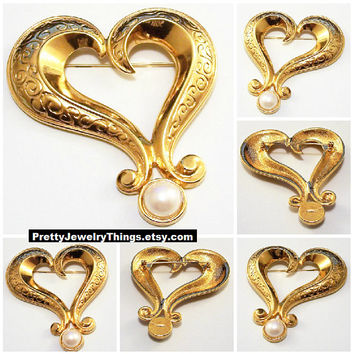 Avon Scroll Pearl Heart Pin Brooch Gold Tone Vintage Extra Large Fancy Swirl Wide Engraved Band Round White Bead