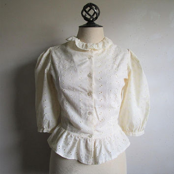 Vintage 80s Ecru Eyelet Shirt Floral Embroidered Scallop Cream Ruffle Womens Designer 1980s Blouse Small