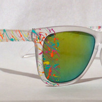 The Frogger sunglasses in Frosty Clear / Turbo Retro