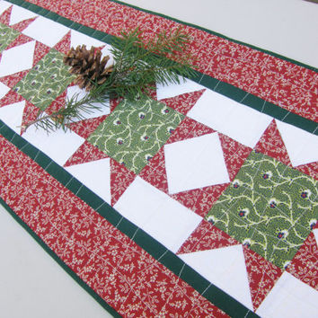 Christmas Table Runner - Traditional Vintage Stars