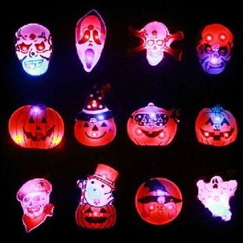 1pcs Halloween Led Flashing Brooch Luminous Badge Decoration Ball Party Bar Ktv Dress Up Item Pumpkin Pirate Badge Light Brooch