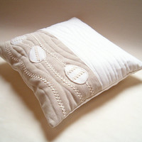 Easter Egg Pillow Cover / white - beige - machine quilt /