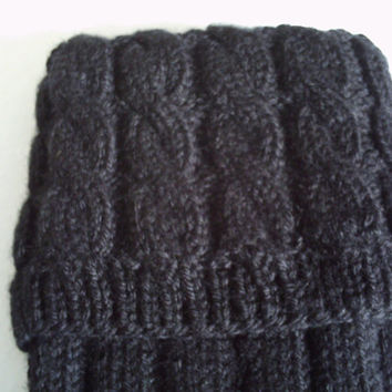 Hand knitted men's kilt hose / socks with cable top in black.UK 10, EU 44 1/2, US 12.