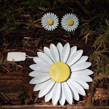 Daisy Enamel Pop Art Brooch