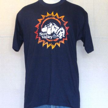 Vintage Deadstock 70s SKI OUTDOORS GRAPHIC Sun Valley Skiing Winter Navy Blue Medium Cotton T-Shirt