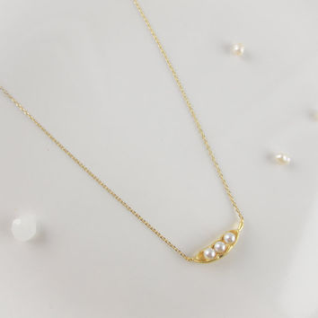 pearl peas in a pod necklace in gold / silver