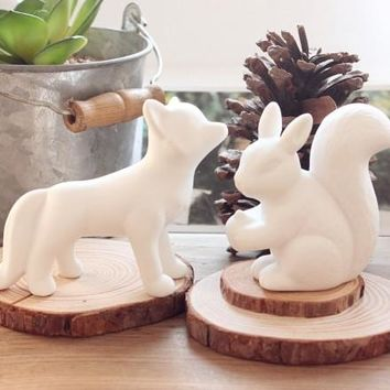 Hot sell Ceramic Squirrels Foxes small Ornaments Ceramic Home Decoration White Pottery Fox Squirrel Figurine Desktop Decoration