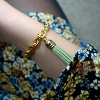 bracelet gold plated with green tassel charm, friendship bracelet gold, tassel pendant jewelry, gift for friend,classic wristband green gold