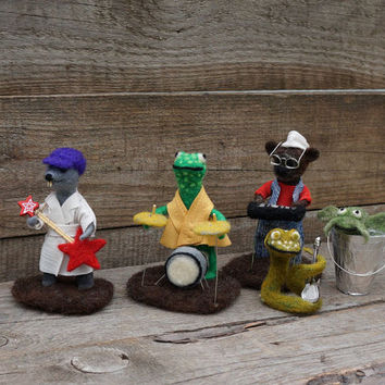 Christmas Muppet Nightmare band Emmet otter's Jug-band Christmas Dressed animal Felt Christmas Organic Art dolls Winter Decor Wool animal