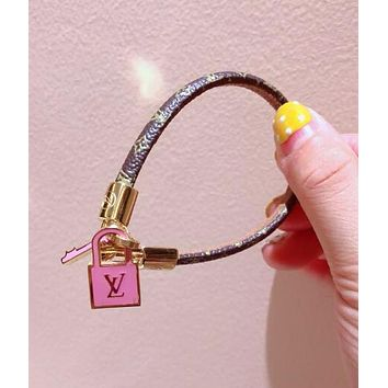 LV Louis Vuitton Popular In The World Leather Stainless Steel Key Lock Pendant Hand Catenary Bracelet I-KMG-NPSL