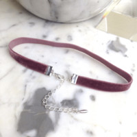Chloe - Thin Stretch Velvet Choker in Rose