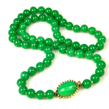 Vintage Hobe Green Glass Necklace Hand Knotted