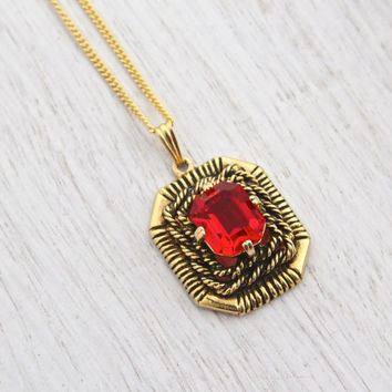 Vintage Ruby Red Stone Necklace - Signed Sarah Coventry Gold Tone 1960s Pendant Costume Jewelry / Majorica