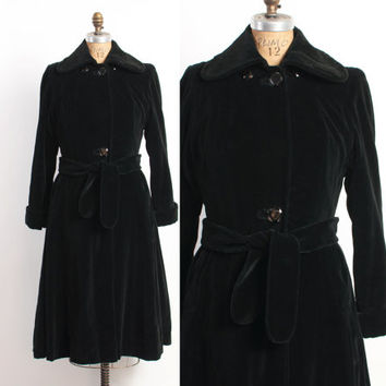 Vintage 40s COAT / 1940s Black VELVET Fit and Flare Princess Winter Coat S