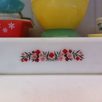 Pretty Primrose pattern vintage pyrex baking dish!! ReTrO KiTcHeN!