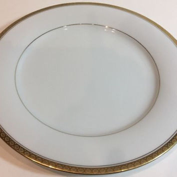 Noritake China Richmond Set of 4 White Dinner Plates Gold Accent Band 6124 Japan