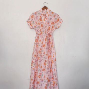 Vintage 70's 80's peach Pink Hawaiian Floral Cotton Long Robe Lingerie Teddy Pin Up Girl Boudoir Fashion Summer Boho Spring Wrap Dress