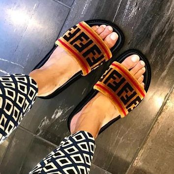 FENDI Woman Fashion Slipper Sandals Flats Shoes