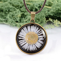 Copper Plated Glass Floating Locket Dried Flower Real Daisy Necklaces Women Dried Pressed Flowers Necklace DIY Jewelry