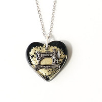 Sewing Machine Necklace, Black & Gold Resin Heart with Vintage Style Singer Sewing Machine Charm, Resin Jewelry, Sewing Jewelry, UK (1861)