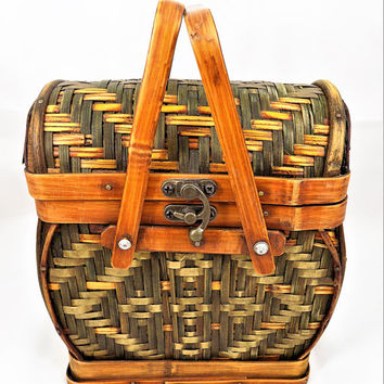 Woven Rattan Box Purse, Swing Around Latch, Bamboo Handles, Vintage Purses, Baskets