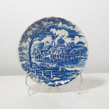 """Coaching Scenes Johnson Bros Hunting Country Ironstone Made in England Blue and White Scalloped Edges No chips cracks or repairs 6 1/4"""""""