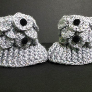 Crochet crocodile stitch grey sparkly baby booties with black button