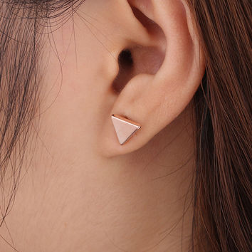 Punk Cool Style Gold Silver Black Plated Metal Triangle Stud Earrings For Women Ladies Fashion Jewelry Gifts e0202