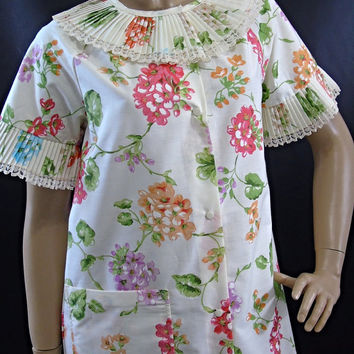 Komar for Leisurely Living, Snap Down Floral Housecoat, Vintage House Dress ,Patio Duster , 1970s Loungewear