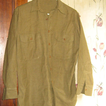 Vintage 1940-50s Mens Size  Military green  Wool Button Up long tail  Shirt