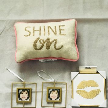 Gold Lip Wall Art + 2 picture frames