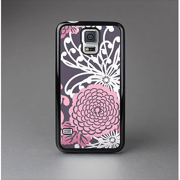 The Pink and White Solid Flowers Skin-Sert Case for the Samsung Galaxy S5