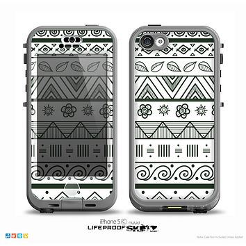 The Black & White Floral Aztec Pattern Skin for the iPhone 5c nüüd LifeProof Case