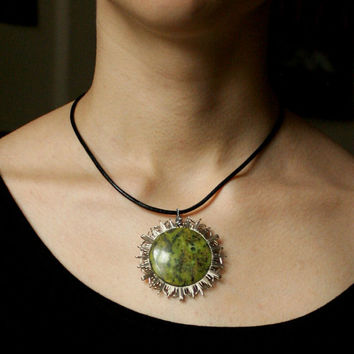 sun mandala pendant with serpentine // green stone // mandala pendant // heart chakra // for her // love // amulet // star // snow flake
